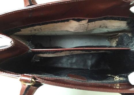 バッグ・財布の内側やポケットなどにべたつきやカビ、剥がれがある