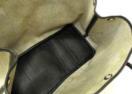 シミや黒ずみ、ペン跡などの汚れがある